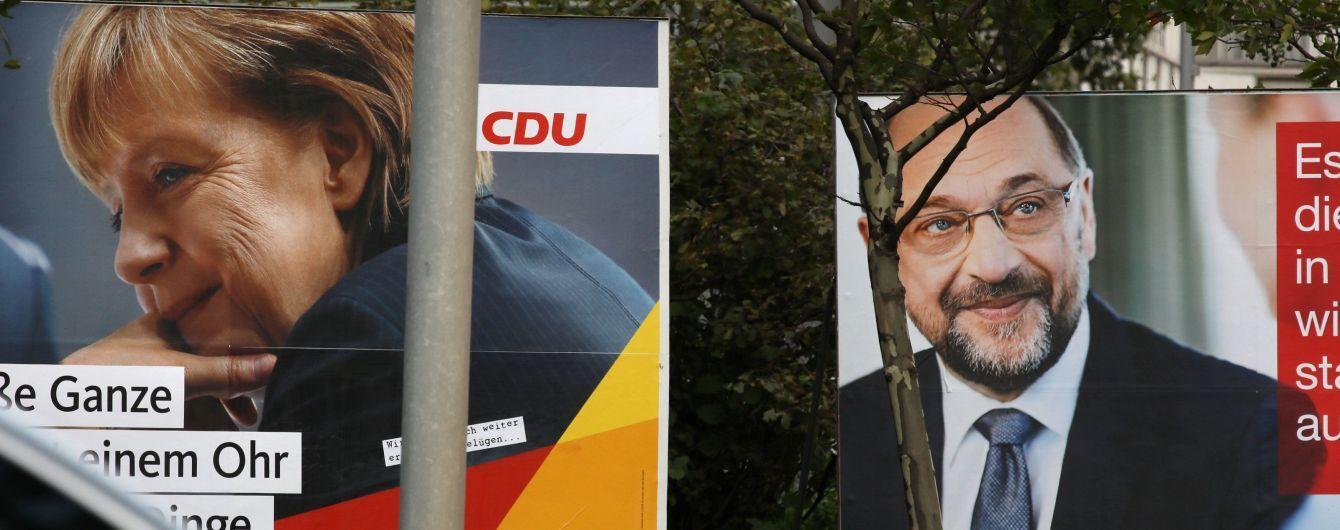 Меркель знову закидали помідорами