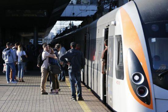 В Укрзалізниці розповіли про плани закупити нові швидкісні потяги