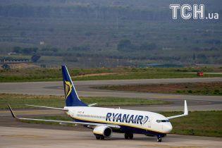 З літака Ryanair у Брюсселі евакуювали пасажирів через балачки про бомбу