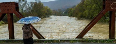 Карпати заллють сильні зливи. Штормове попередження від синоптиків