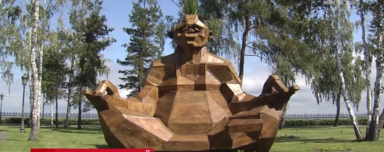В новом памятнике в Межигорье интернет-юзеры узнали Януковича