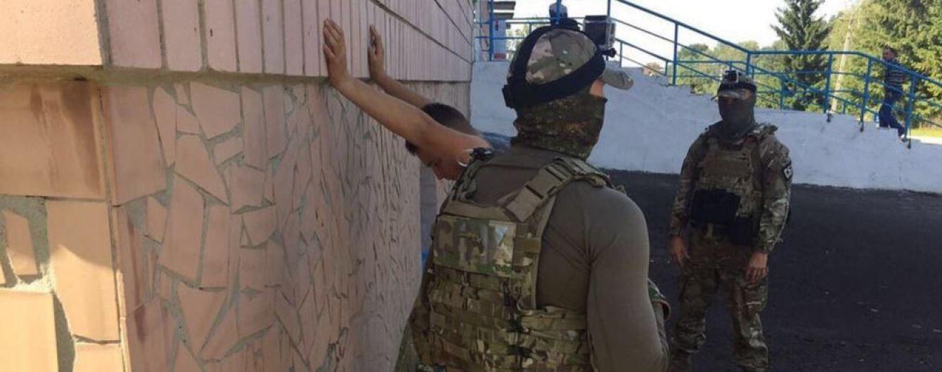 На Рівненщині на хабарі затримано начальника виправної установи