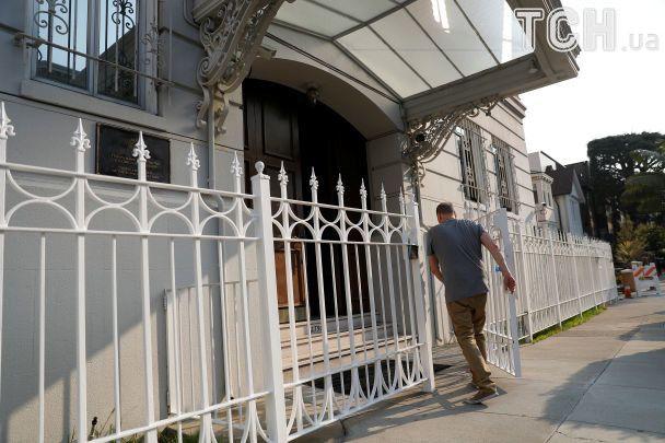 В США силовики обыскали здание генконсульства России