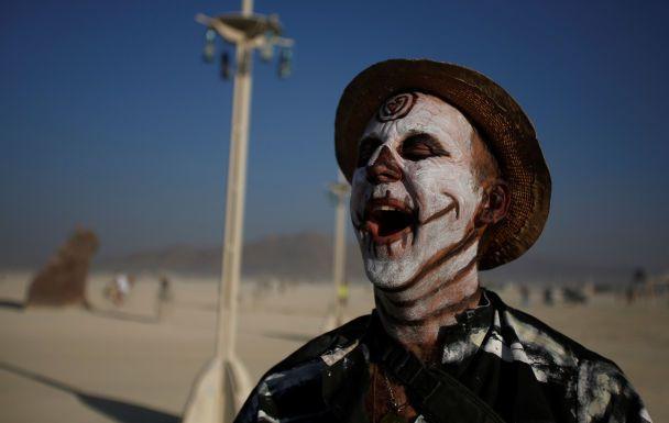 Спалювання «чоловіка» та полум'я в пустелі: Reuters опублікувало захопливі фото з фестивалю Burning Man