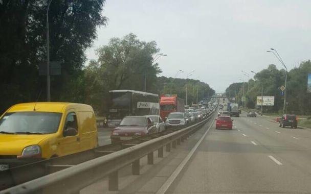 При въезде в Киев образовались грандиозные 5-километровые пробки