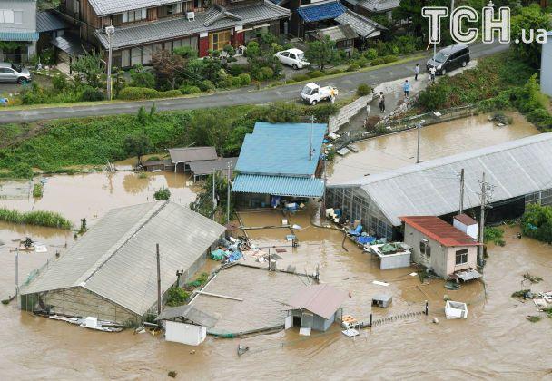 Тайфун у Японії та В'єтнамі: розтрощені будинки, розмиті дороги та десятки жертв