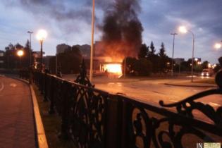 В Екатеринбурге набитое газовыми баллонами авто врезалось в кинотеатр и загорелось
