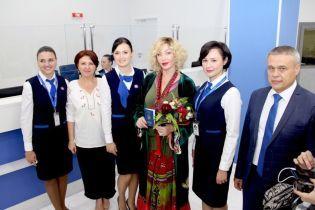 Ірина Білик показала, як отримувала біометричний паспорт