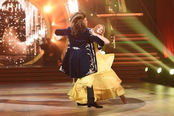 """Румба від Дорофєєвої із травмою та перша пара, що покинула проект: яким був ефір """"Танців з зірками"""""""