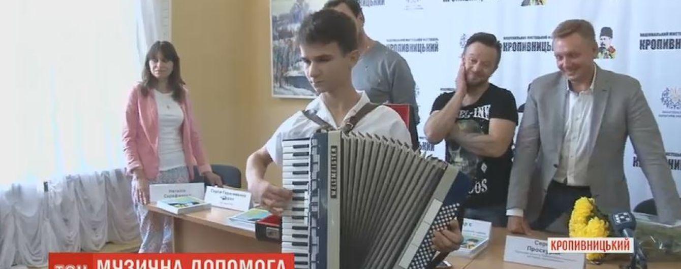 Зрители ТСН осуществили мечту 14-летнего юношу, который собирал средства на аккордеон