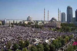 МВД Чечни утверждает, что на митинг в Грозном вышли почти все граждане республики - больше миллиона человек