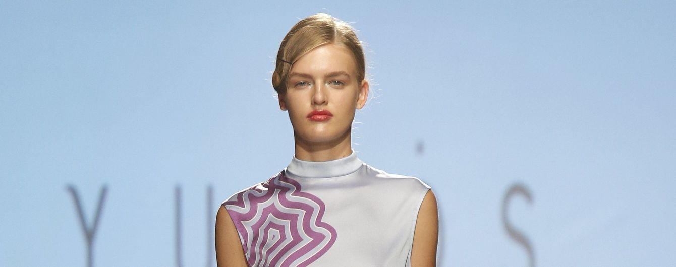 Шелковые блузы и платья-футляры в коллекции LYUMOS