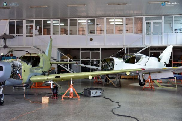 """Одесский авиазавод показал новый легкий самолет Y1 """"Дельфин"""" со специальной системой спасения"""
