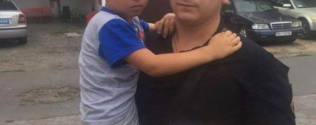 В Одесі поліцейські знайшли зниклого на три дні діда із чотирирічним онуком