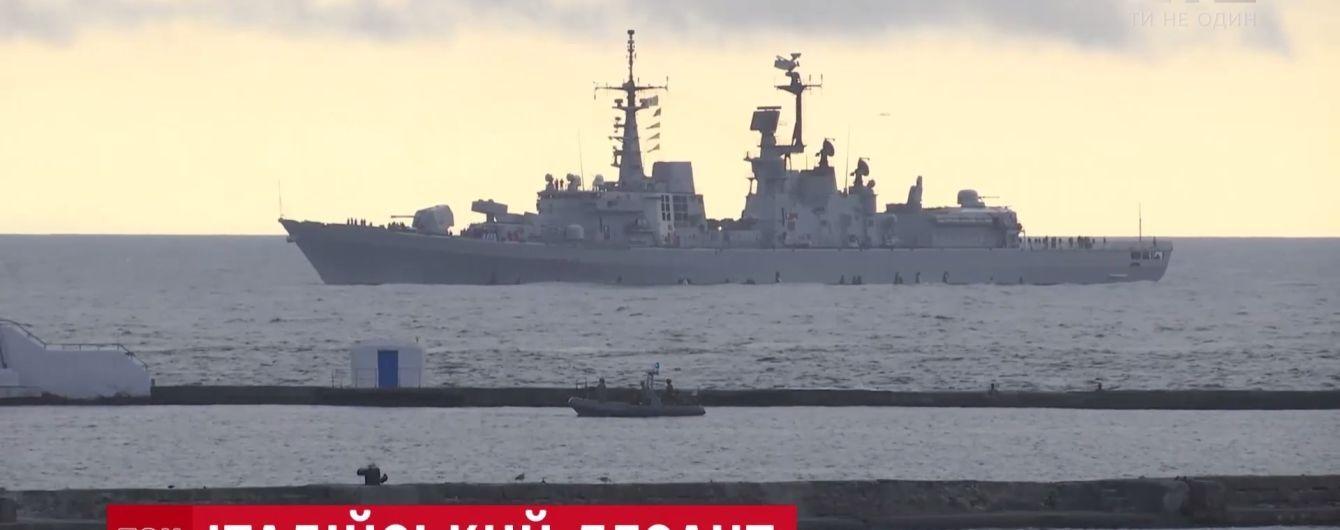 Итальянский военный корабль поднял украинский флаг в Одессе