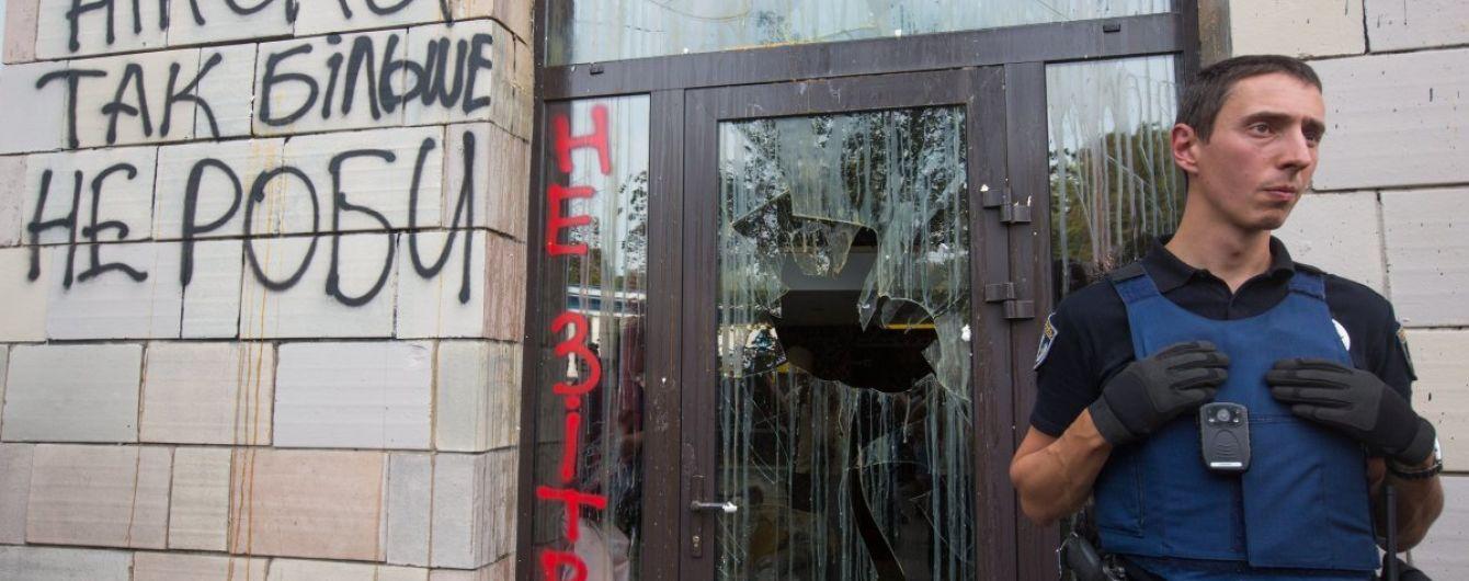 Луценко заявил, что у следствия есть видео уничтожения граффити времен Майдана на Грушевского