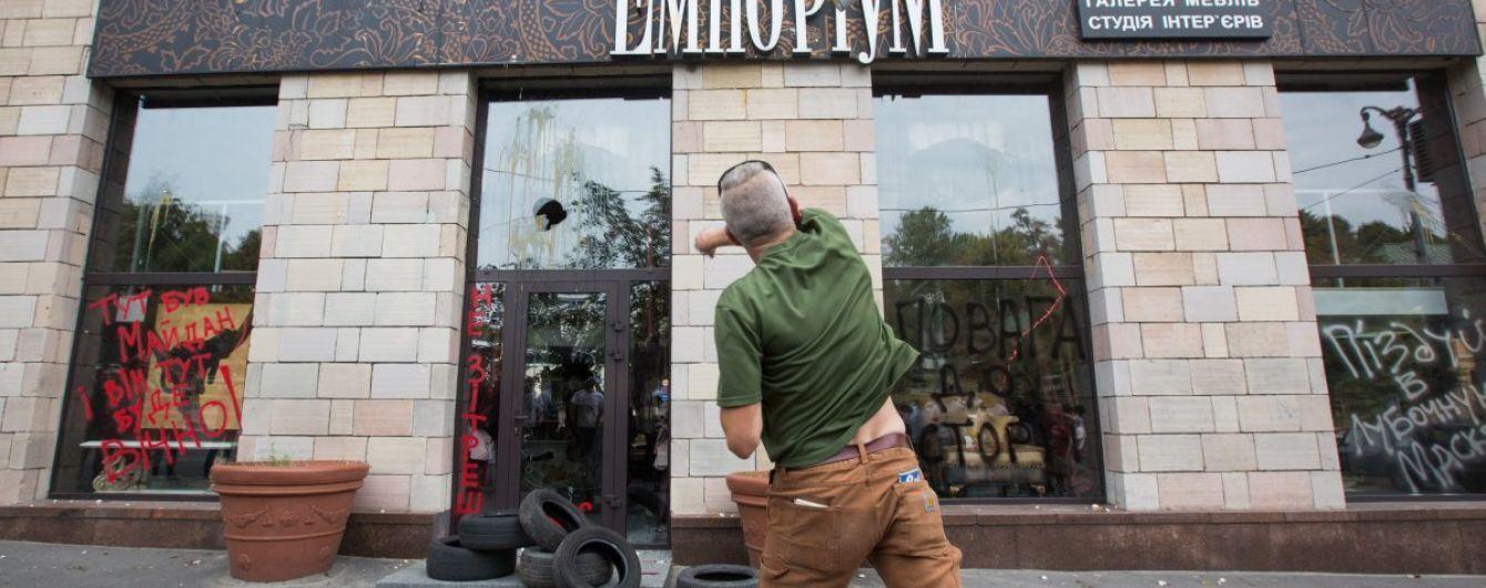 Магазин, який стер графіті на Грушевського, оголосив про своє закриття