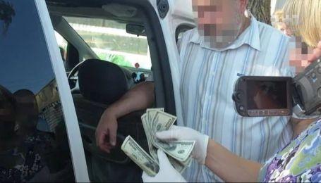 Декана Рівненського державного університету упіймали на хабарі