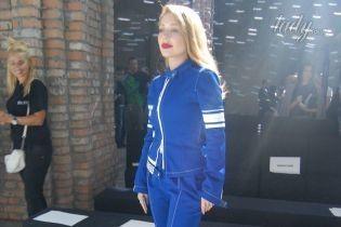 В синем костюме и лодочках: стильный образ Тины Кароль на Ukrainian Fashion Week