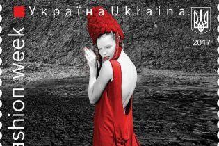 Модні прогнози дизайнерів і спеціальна поштова марка: у Києві стартував ювілейний Ukrainian Fashion Week