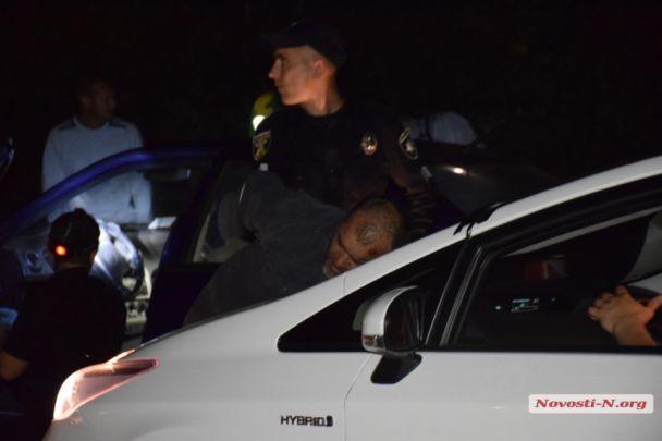 У Миколаєві під час нічної погоні затримали водія, який напередодні влаштував стрілянину після ДТП