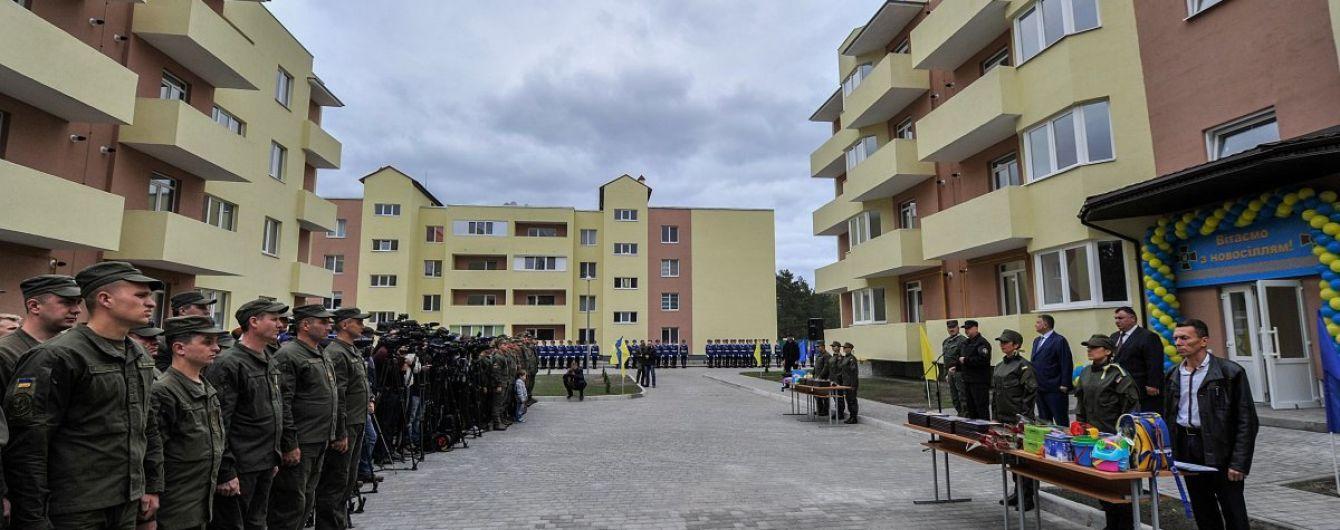 В Україні збудують 100 гуртожитків для військовослужбовців-контрактників - Полторак