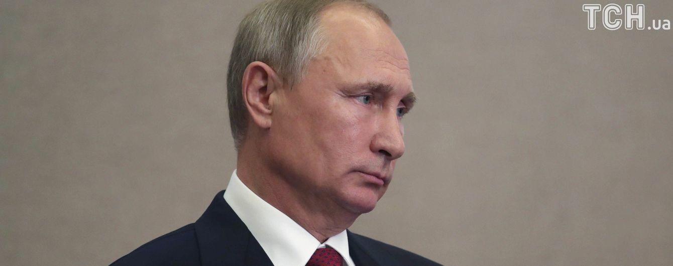 Путін доручив дізнатися, чому жителям окупованого Криму відмовляють в громадянстві РФ