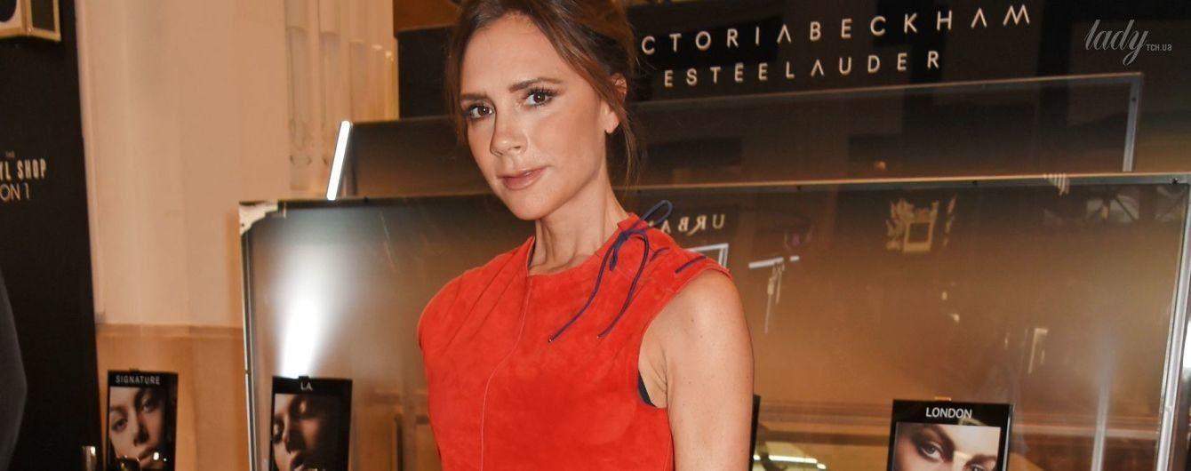 Виктория Бекхэм лично сделала макияж посетителям лондонского универмага