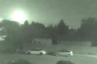 """""""Прибытие корабля пришельцев"""": канадцев напугало падение яркого метеора"""