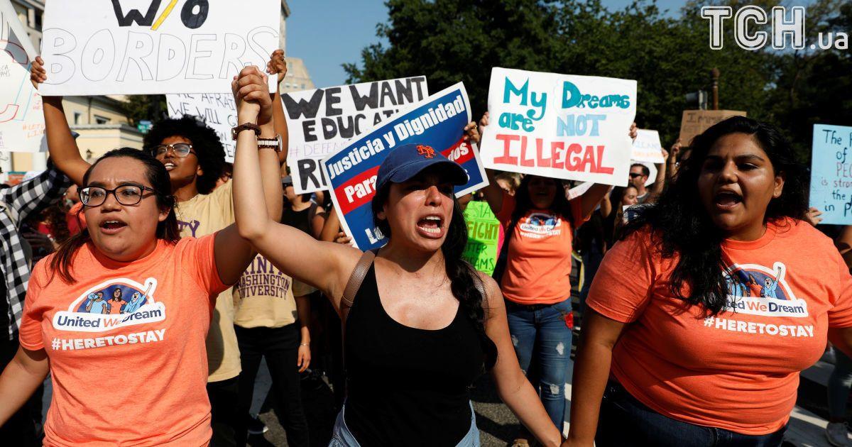 Американська мрія: у США десятки людей протестують проти скасуванням Трампом програми захисту молодих мігрантів