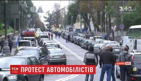 Владельцы машин с иностранной регистрацией приехали под Верховную Раду на акцию протеста