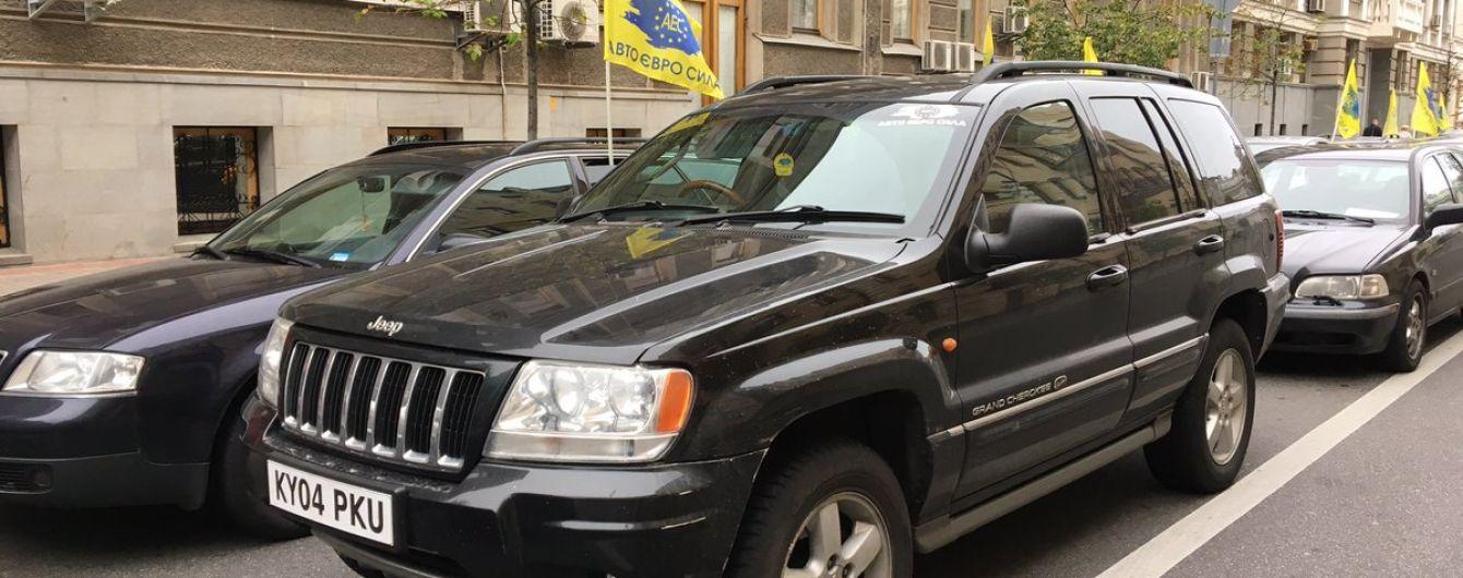 Українці в шість разів збільшили кількість ввезених старих авто