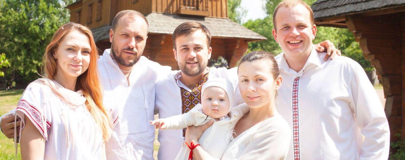 """Звезда """"1+1"""" Алексей Душка показал, как крестил крохотную дочурку"""
