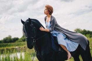 Єгорова на коні: ведуча постала у фотосеті, а Мухарський поскаржився на її покровителів у суді