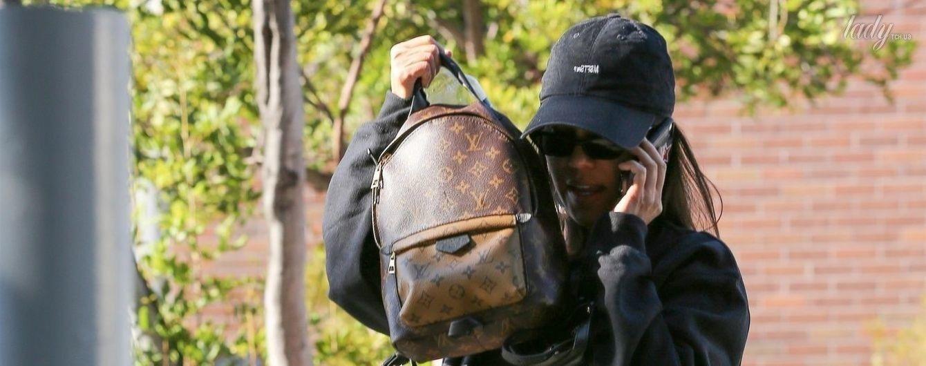 Что с лицом: Кортни Кардашьян, Кендалл Дженнер и Белла Хадид прячутся от папарацци