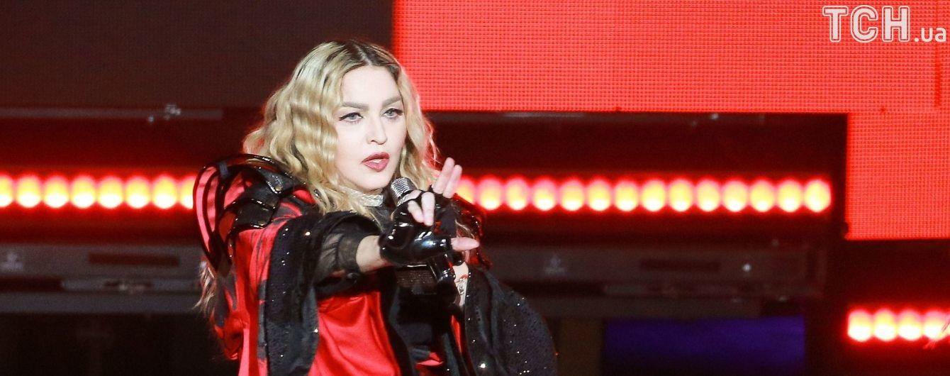 Служба доставки заставила Мадонну подтверждать свою личность