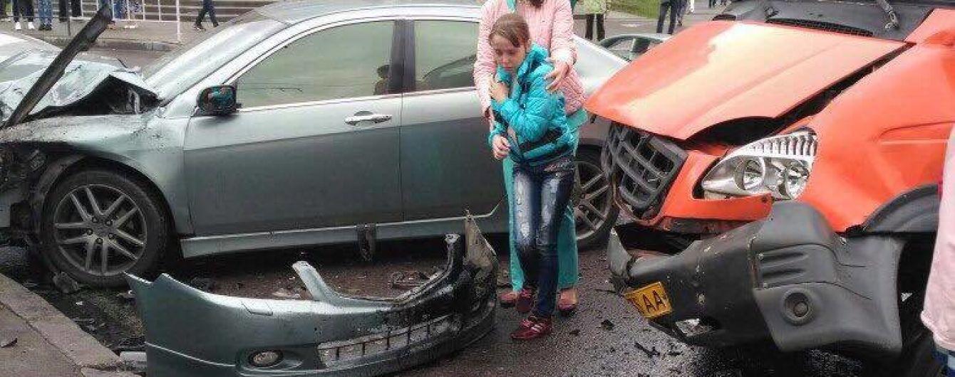 Во Львове столкнулись легковушка и маршрутка, есть пострадавшие
