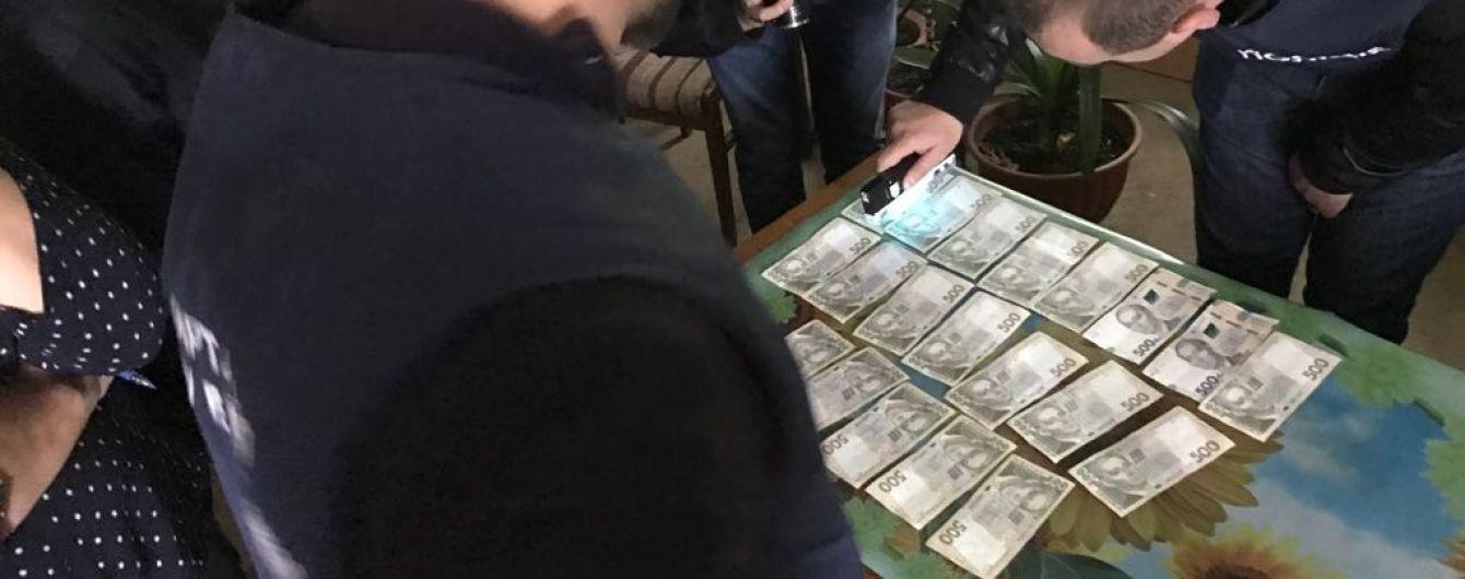 В Черновицкой области руководителя филиала облавтодора поймали на 10 тыс. грн взятки
