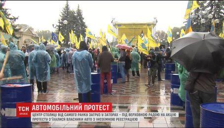 В столице владельцы авто с иностранной регистрацией устроили массовые протесты на улице Грушевского