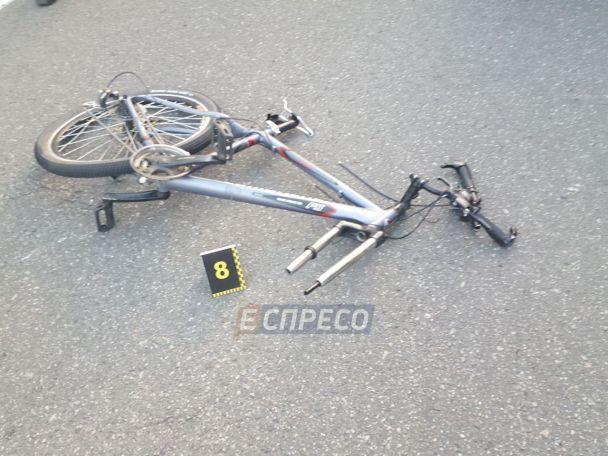 В Киеве иностранец на авто с литовскими номерами сбил насмерть велосипедиста