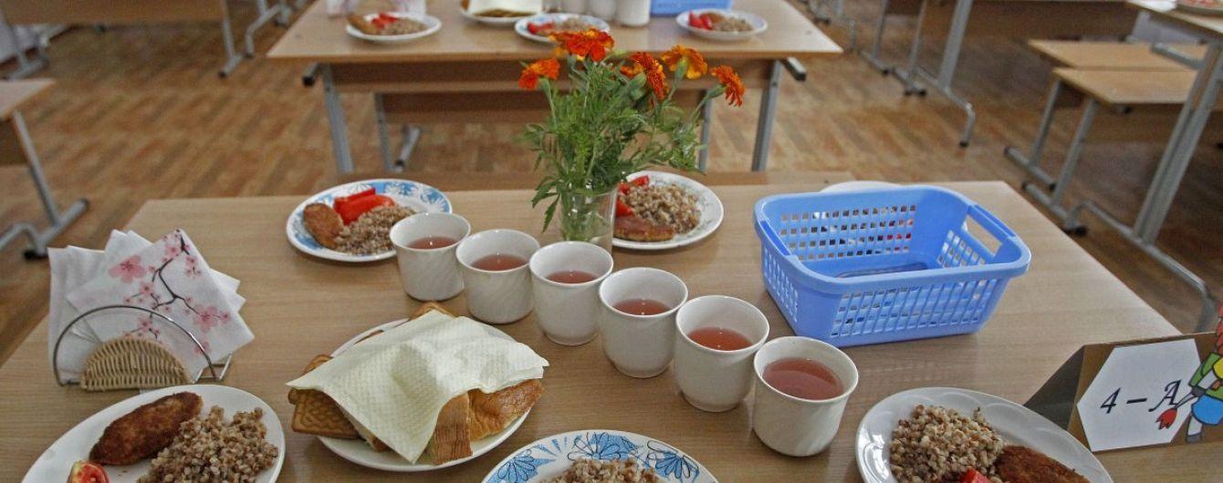 На Рівненщині в шкільній їдальні отруїлися 16 учнів-першачків