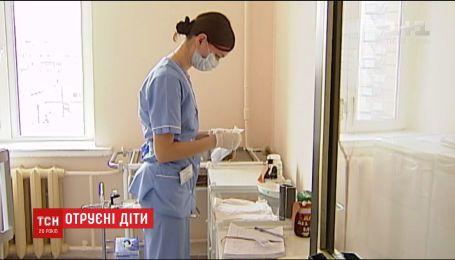 На Рівненщині шпиталізували 16 першокласників із гострою кишковою інфекцією
