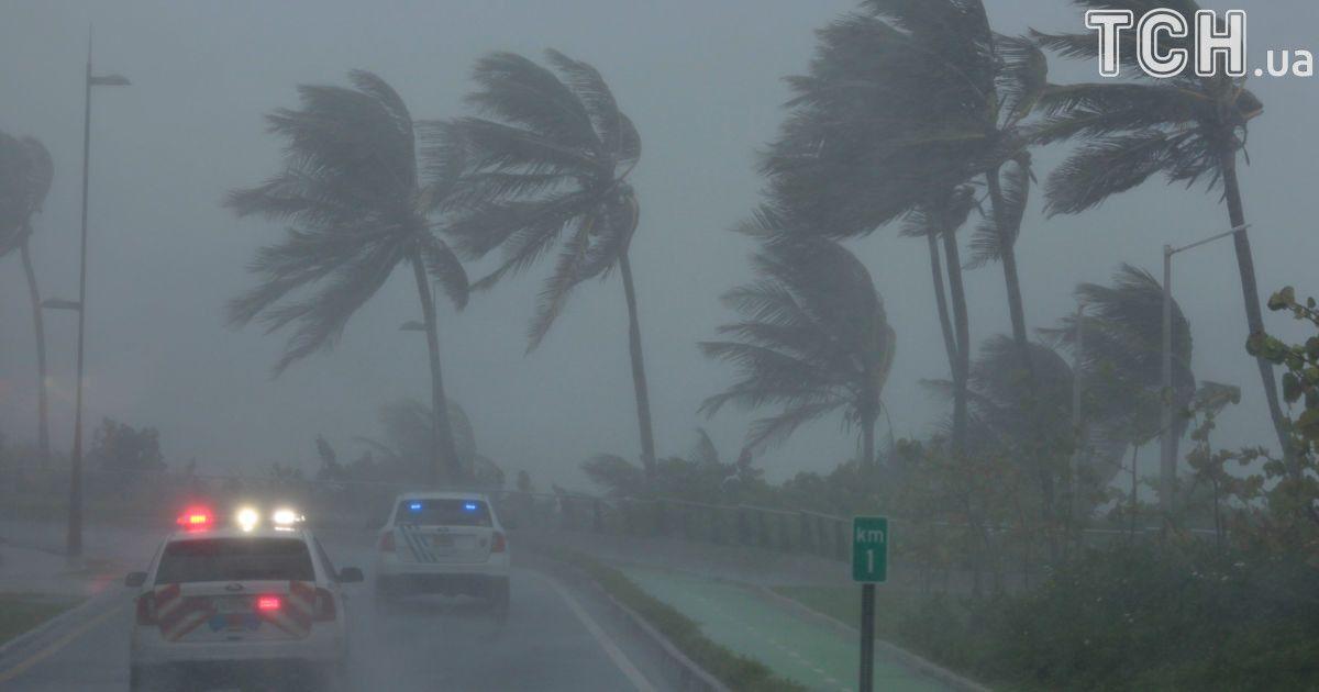 """Апокалиптический ураган """"Ирма"""" добрался к побережью США"""