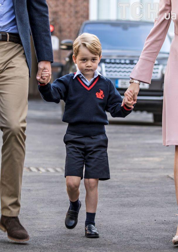 Принц Уильям самостоятельно отвел сына в школу, пока Кейт Миддлтон страдает от токсикоза