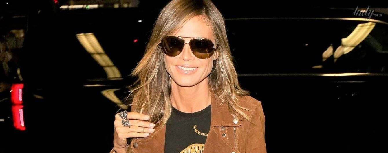 В замшевой косухе и стильных ботинках: Хайди Клум в аэропорту Лос-Анджелеса