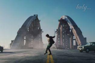 Итальянский бренд снял рекламную кампанию на недостроенном мосте в Киеве