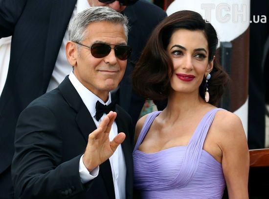У першому інтерв'ю після народження дітей Клуні похизувався успіхами у зміні підгузників