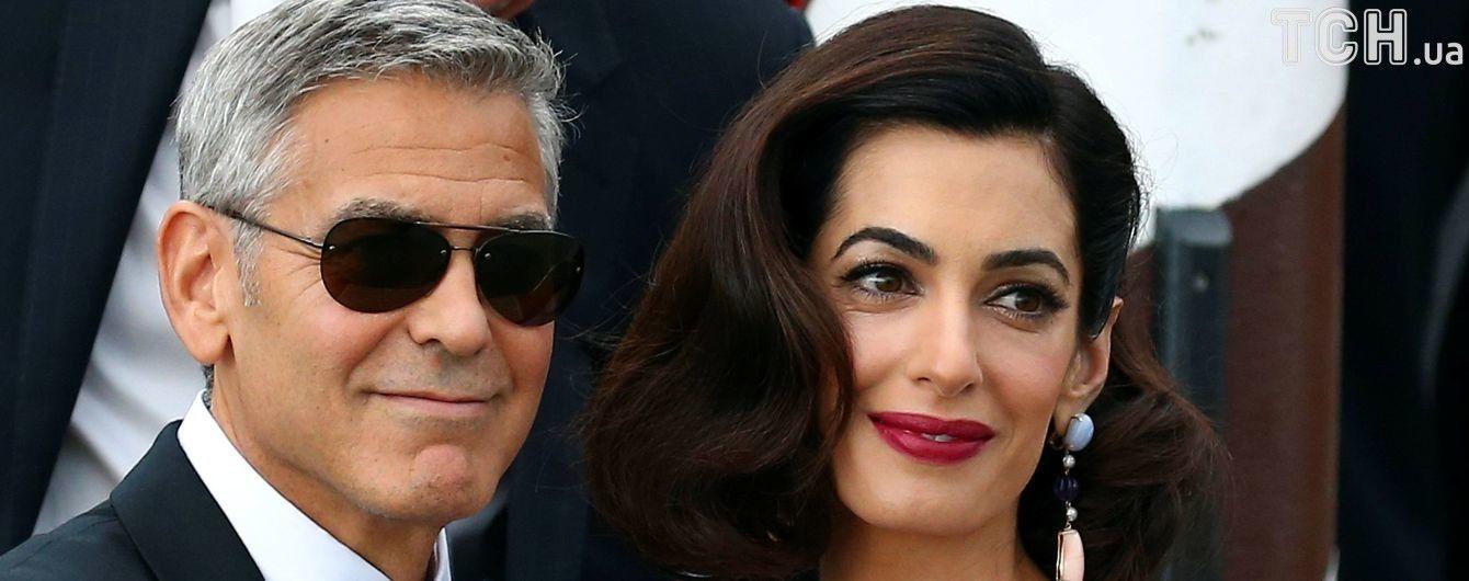 В первом интервью после рождения детей Клуни похвастался успехами в смене подгузников