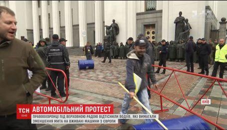 Автомобилисты прекратили акцию под ВР, чтобы избежать столкновений