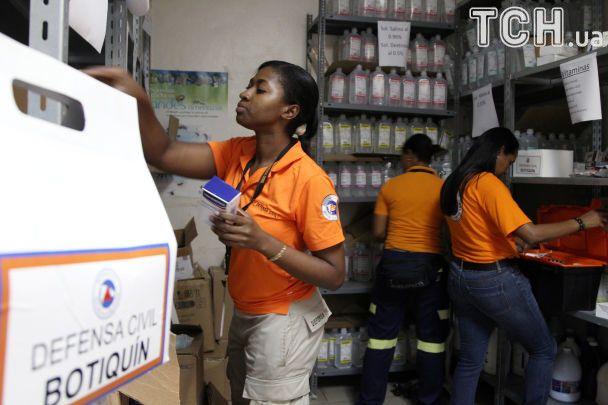"""Евакуація та закупи у супермаркетах: як Кариби переживають атаку урагану """"Ірма"""""""